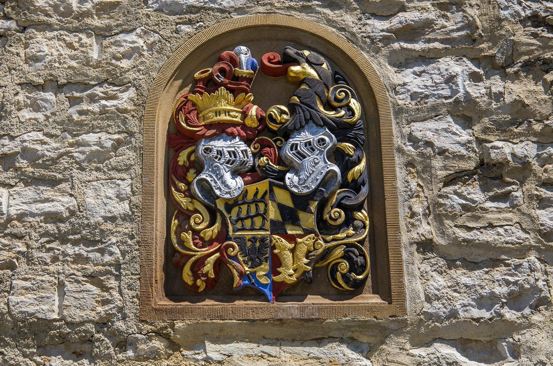 Württembergisches Wappen auf dem Hohenneuffen; Foto: Staatliche Schlösser und Gärten Baden-Württemberg, Achim Mende