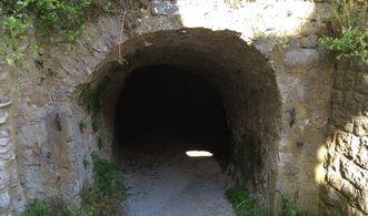 Festungsruine Hohenneuffen, Zugang zu den Kasematten
