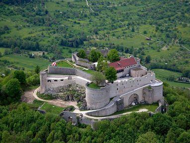 Festungsruine Hohenneuffen, die Burg hat hohe, dicke Mauern