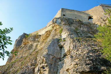 Festungsruine Hohenneuffen, Felsen unterhalb der inneren Ringmauer; Foto: Staatliche Schlösser und Gärten Baden-Württemberg, Thomas Blank
