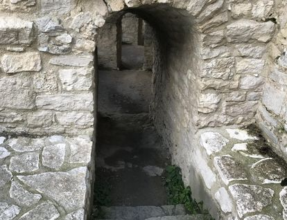 Festungsruine Hohenneuffen, Eingang zu den östlichen Kasematten