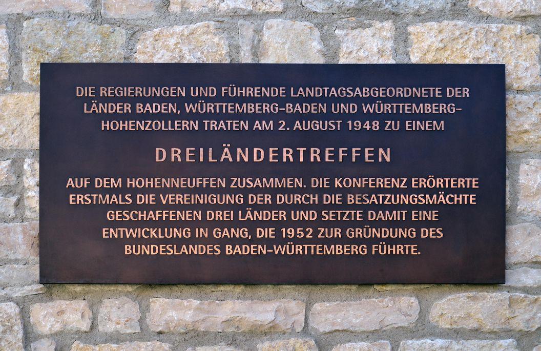Festungsruine Hohenneuffen, Gedenktafel zum Dreiländertreffen