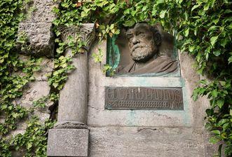 Festungsruine Hohenneuffen, Gedenktafel für Eduard Paulus
